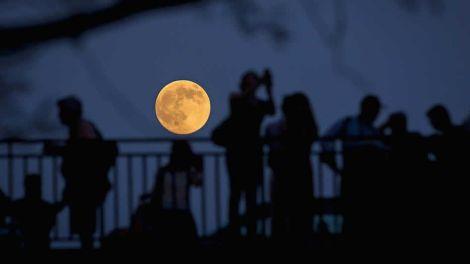 espectaculares-imagenes-super-luna_715438684_33805901_1024x578
