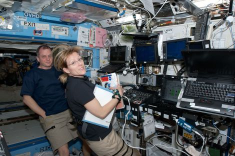 1024px-STS-130_Hire_and_Creamer_at_Canadarm_workstation.jpg